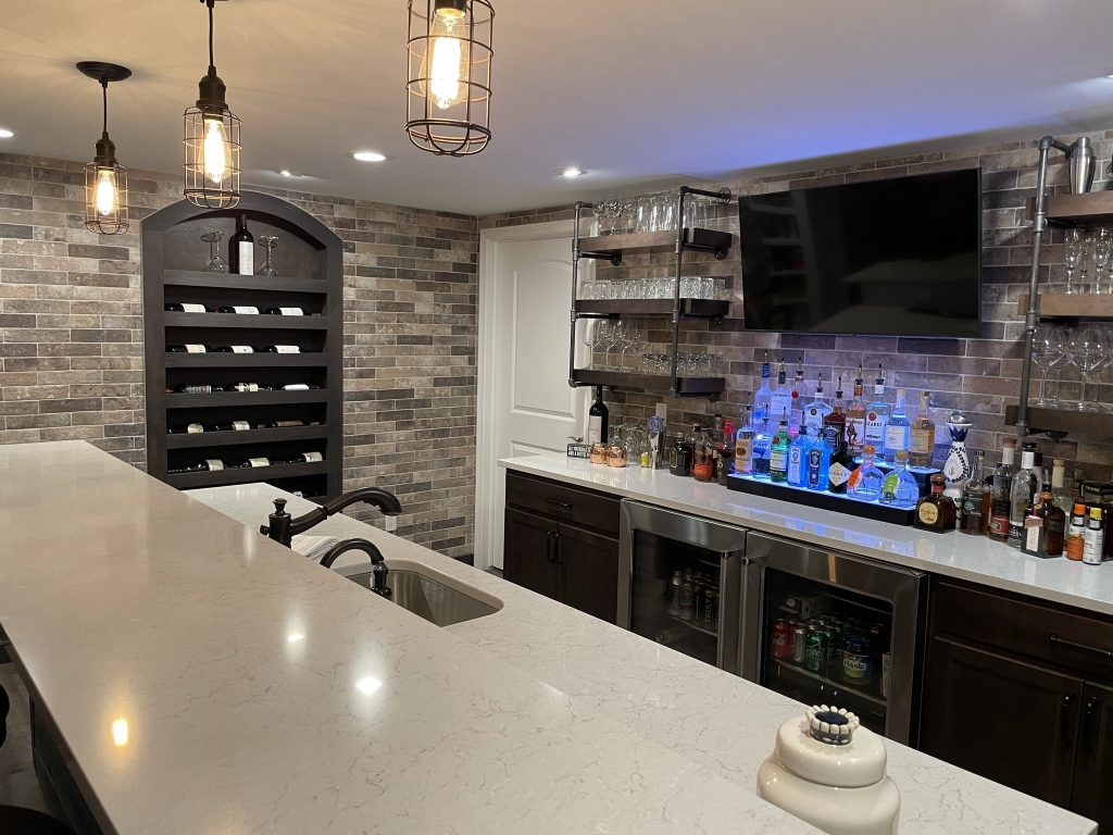 Northville, Michigan finished basement custom bar design